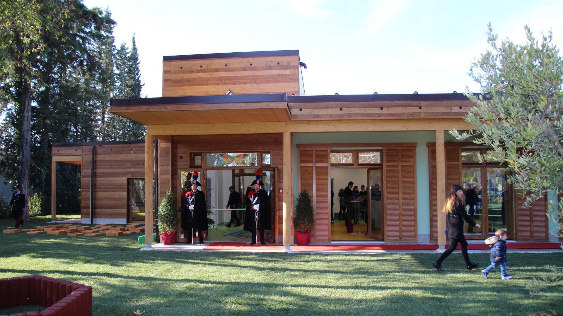 Photo of Alla presenza del Ministro della Difesa, Pinotti, inaugurato il primo asilo nido dei Carabinieri – AMPIA GALLERIA FOTOGRAFICA