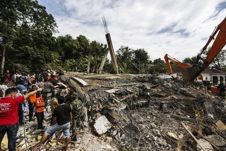 Photo of Sumatra: terremoto di magnitudo 6.4. Almeno 25 morti. Numerosi i dispersi