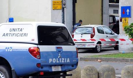 Photo of Flash – Firenze – Pacco bomba a libreria Casa Pound. Agente ferito