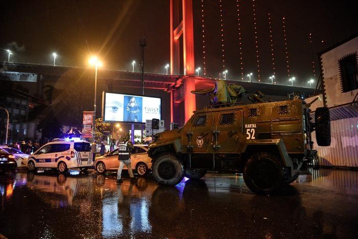 Photo of News  – Turchia: Vestiti da Babbo Natale, sparano in un night. Almeno 35 i morti