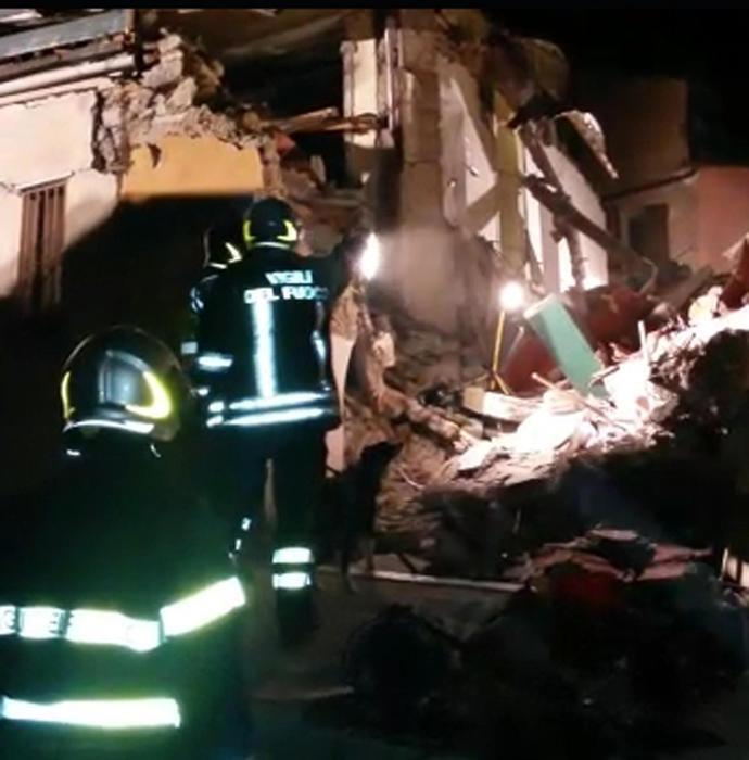 Photo of Flash – Catania – Forse esplosione bombola gas. Crolla un palazzo. Morta un'anziana