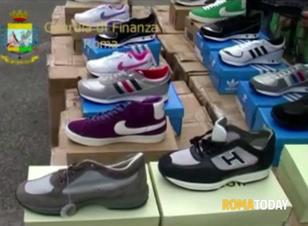 """Photo of Operazione """"Smart Shoes"""". Smantellata associazione delinquere cinese. Sequestrate scarpe contraffatte. 12 denunce in Italia. 2 arresti … ma in Spagna!"""