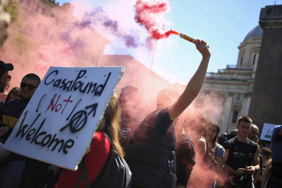 Photo of Flash – Manifestazioni 21 maggio 2016 – Misure cautelari a carico di aderenti  a collettivi studenteschi universitari e centri sociali di estrema sinistra