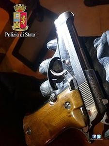 Photo of Spara contro il figlio con pistola rubata. Arrestato