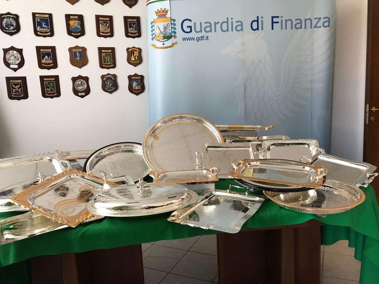 Photo of Torino – Sequestrate 10 tonnellate di falso argento e pietre preziose, per un valore di 3 milioni di euro
