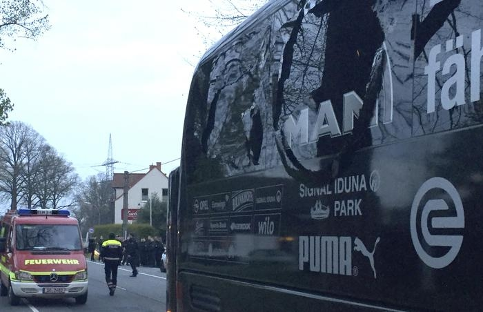 Photo of Flash – Germania ancora terrorismo. Tre esplosioni davanti al pullman del Borussia Dortmund