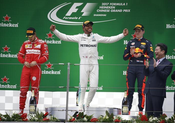 Photo of GPF1, Cina:  Hamilton primo e  Vettel secondo