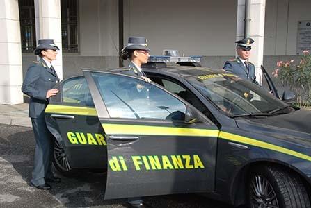 """Photo of Operazione """"Grinch"""" – Arrestato direttore provinciale Agenzia delle Entrate e 3 Commercialisti"""