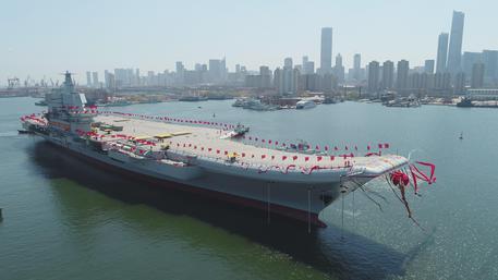 Photo of La Cina ha varato la sua prima portaerei fatta in casa