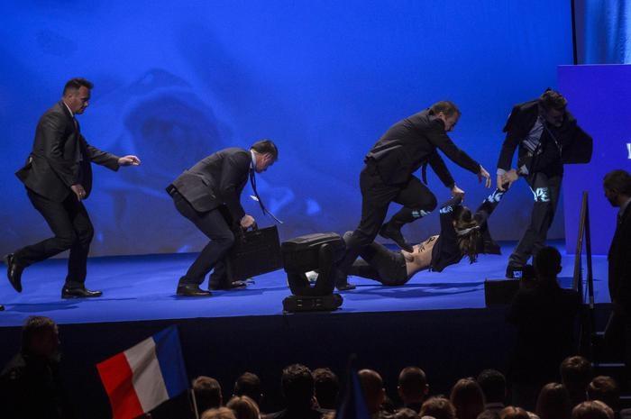 Photo of Francia – Ma i veri fascisti, chi sono? Tre attacchi ad un comizio della Le Pen. Aggredito deputato con la moglie