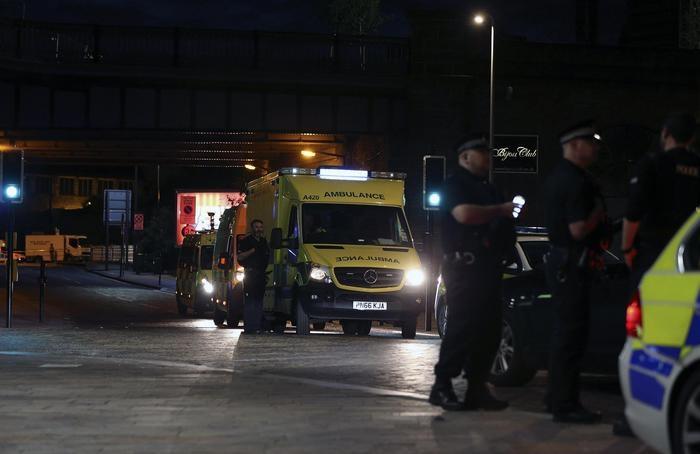 Photo of Manchester – Terribile attentato. 22 morti, anche bambini,  al concerto di Ariana Grande. I feriti sono almeno 59