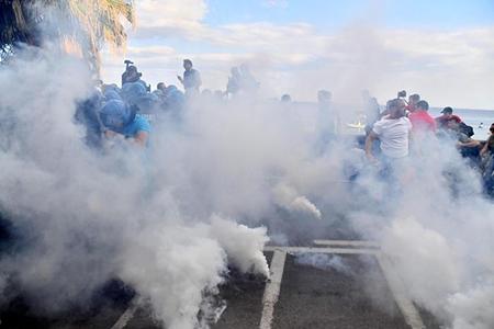 Photo of Flash – Taormina e il G7 – Scontri. Il gruppo violento, picchia i manifestanti che li contestano