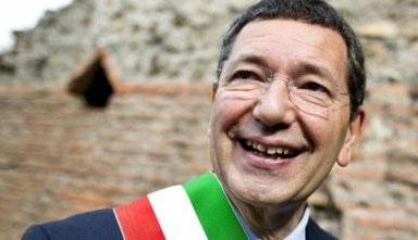 Photo of L'ex Sindaco di Roma, Marino, in udienza porge le scuse a tutta la Destra con un risarcimento simbolico. E paga le spese processuali