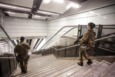 Photo of Terrore sulla metro di Napoli. Sarà il solito  psicolabile?