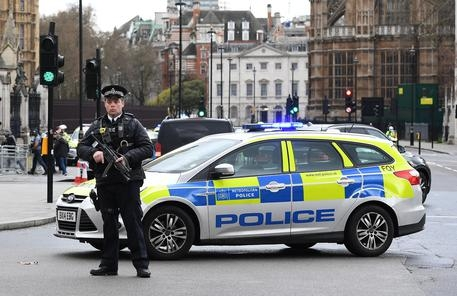 Photo of Flash – Londra: giovane sardo ucciso a coltellate