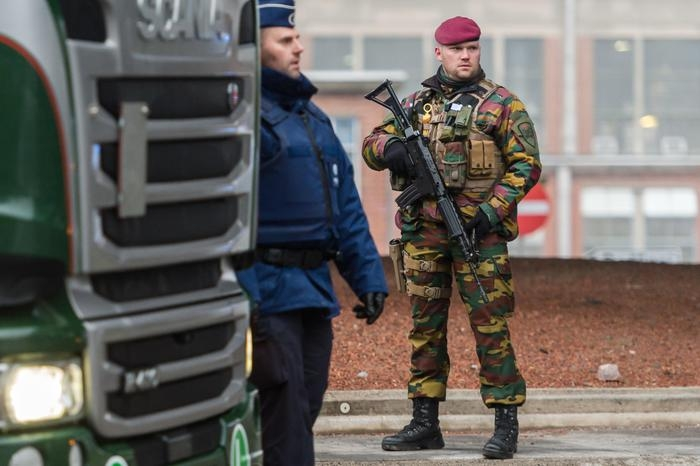 Photo of Bruxelles, Cristianofobo tenta attentato stazione centrale di Bruxelles ma viene ucciso