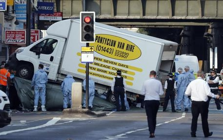 """Photo of Terrorismo bianco a Londra. Non è uno """"psicolabile"""" ma un terrorista """"islamofobo"""""""