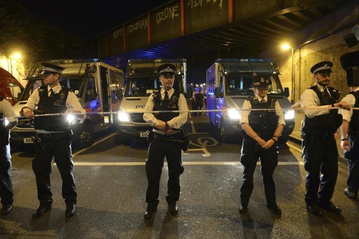 Photo of Ancora Londra: van contro fedeli musulmani fuori dalla moschea. Un morto e 8 ricoverati. Arrestato un bianco