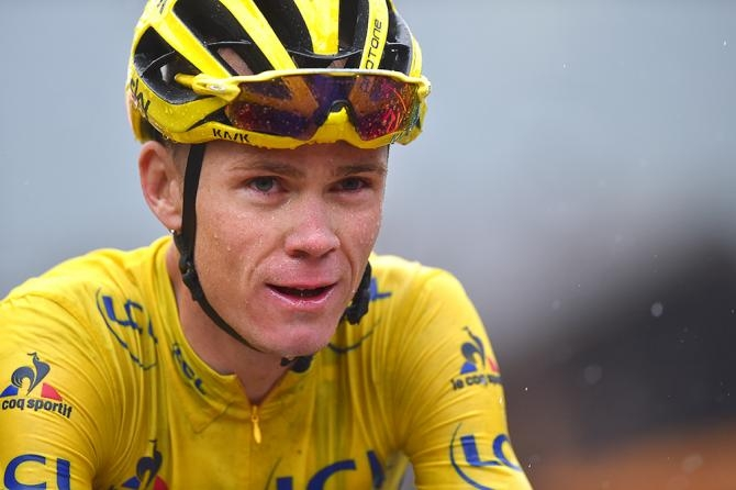 Photo of Ciclismo, Tour de France: Brividi Froome prima delle Alpi.