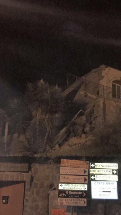Photo of News – Salgono a due le persone morte nel terremoto di Ischia. 39 i feriti di cui uno grave. Estratto vivo neonato. Riaperto ospedale – VIDEO