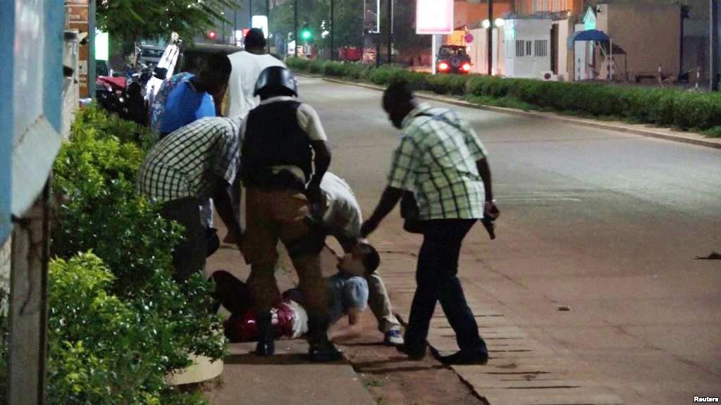 Photo of Burkina Faso – Strage in un locale. 17 morti e 8 feriti