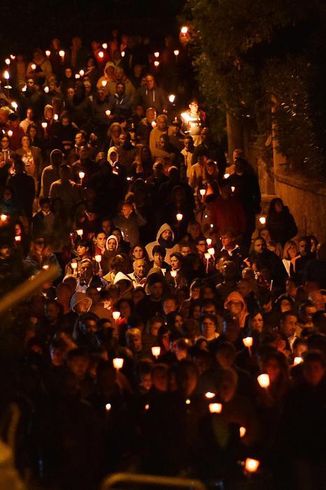 Photo of Amatrice, raccolta attorno suo Vescovo per la veglia, ricorda le vittime con 249 rintocchi di campana