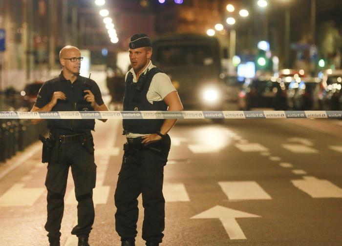 Photo of Bruxelles e Londra militari e poliziotti accoltellati da terroristi