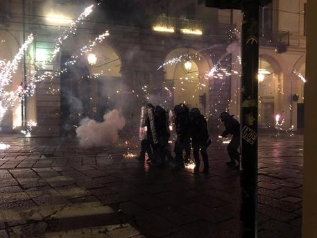 Photo of G7  – Scontri a Torino. Ossequiosa alla politica, la Polizia le becca, ma evita di reagire…