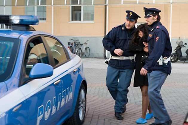 Photo of Prostituta romena, si finge incinta per estorcere denaro all'amante. Arrestata