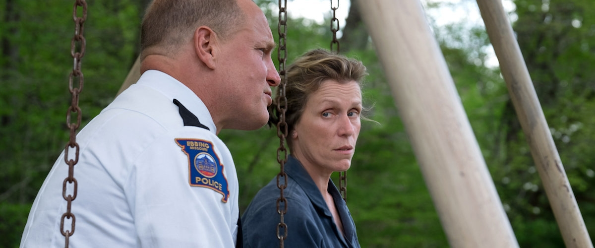 "Photo of Al Black Golden Globes trionfano ""Three Billboards Outside Ebbing, Missouri"",  il sogno di Guliermo Del Toro e discorso contro la violenza di Oprah Winfrey"