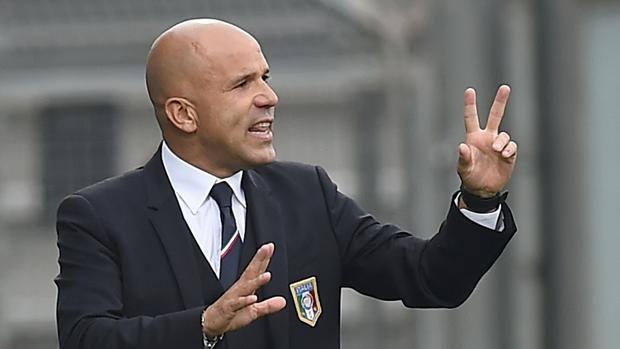 Photo of Calcio: Italia biforcuta. Luci ed ombre