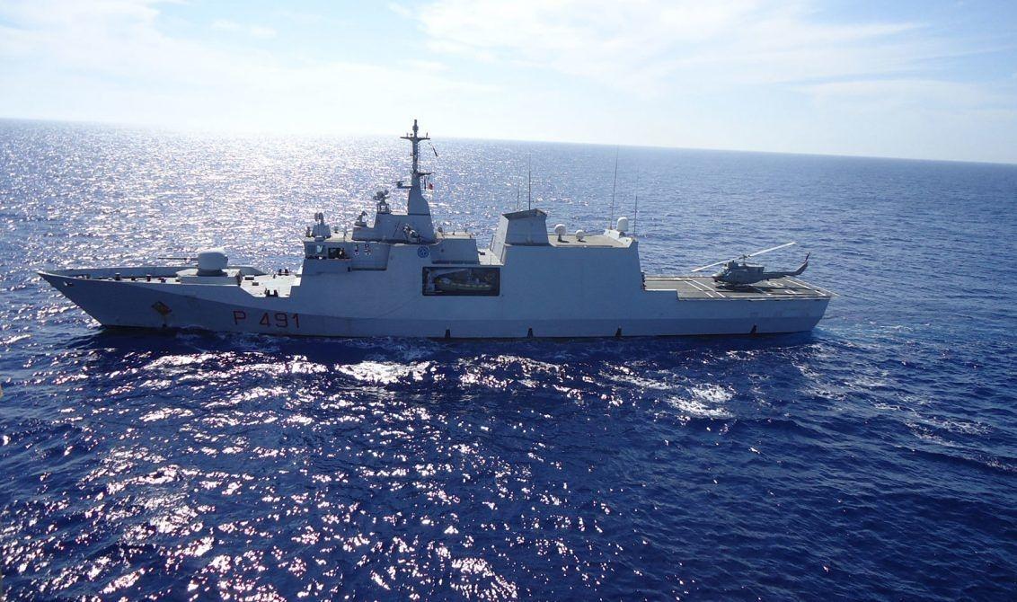 """Photo of Operazione """"Mare Sicuro"""". Elicottero Marina precipita. Morto membro equipaggio. Salvati altri 4"""
