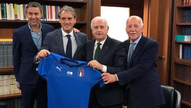Photo of CT della Nazionale di  Calcio. Tiri Mancini