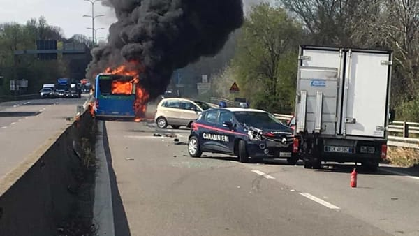 cc-incendio autobus paullese