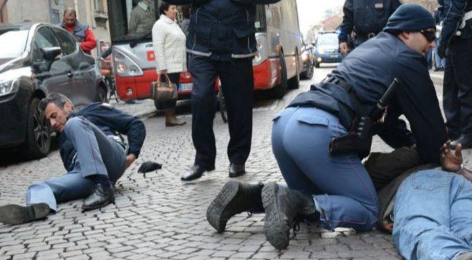 POLIZIOTTI picchiati (FOTO WEB)