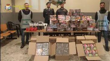 Gdf-Napoli - artifizi sequestrati 21.12.2019