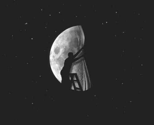 Tomasino online Una luna bugiarda 01.12.2019 (foto web)