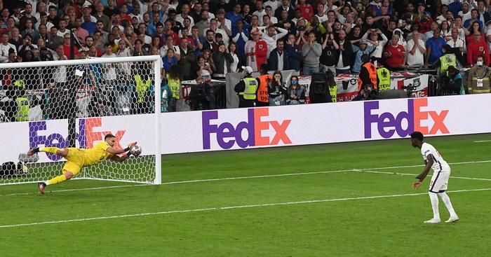 calcio-donnarumma-para-il-rigore-11.07.2021-foto-web.jpg